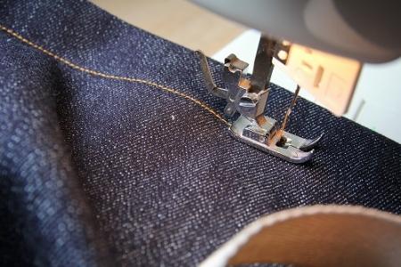 セルビッジデニムを縫う