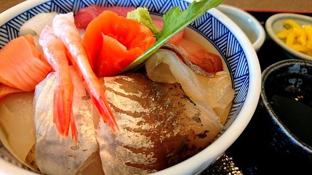 うみえーる・つくみんちで海鮮丼