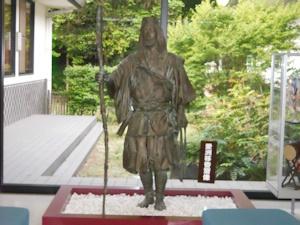 愛州移香斎の銅像