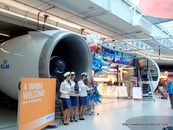 KLMオランダ航空 スキポール空港 キャビンアテンダント
