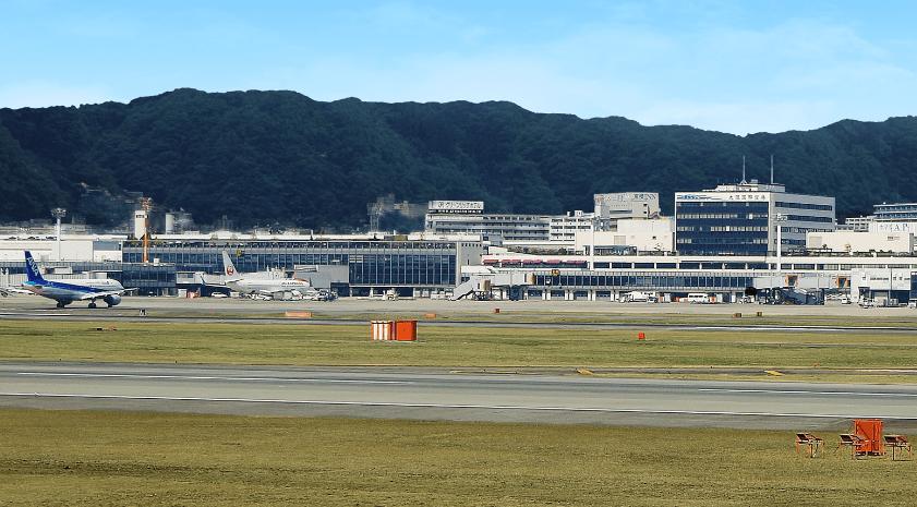 大阪空港-min