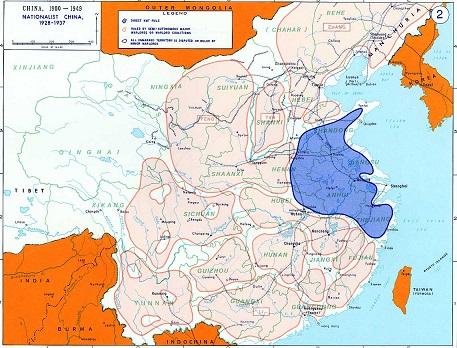 北伐後の中華民国の情勢。藍色の部分は蒋介石率いる南京国民政府の支配が強い領域。ピンクの部分は地方の軍閥の支配が強い領域。
