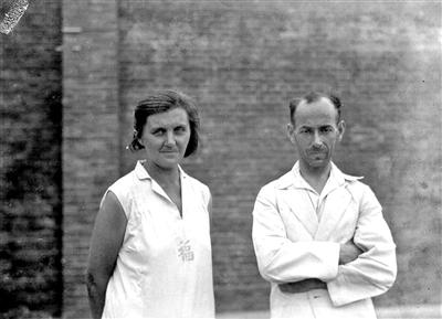 獄中のヌーランとその妻。1937年。