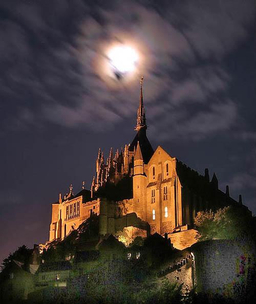 ストーカーがドラキュラ城のモデルとしたとされるルーマニアのブラン城