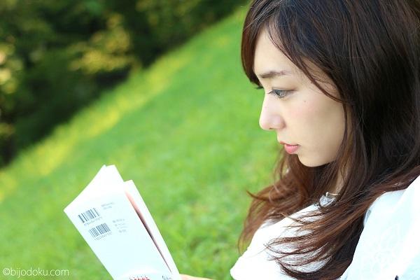 読書 女性 14