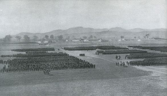 奉天会戦後に点呼をとる日本軍一師団