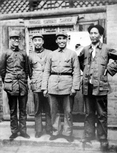 朱徳(右から二人目)と毛沢東(右端)