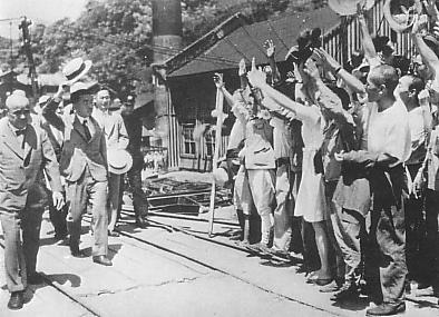 Emperor_Showa_visit_to_Joban_Coalfield_in_1947.jpg