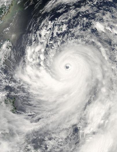 「終身雇用」と「台風の目」 ~ 日本中心に見てはダメなんです