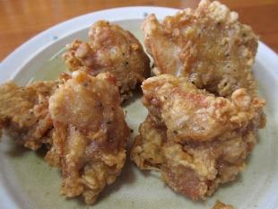 日の出食堂 唐揚担々麺 具 (2)