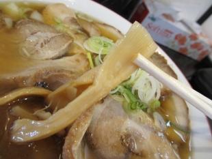 坂新 醤油チャーシュー麺 具