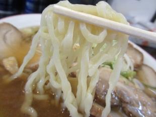 坂新 醤油チャーシュー麺 麺