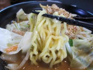 ぼん蔵 味噌ラーメン 麺