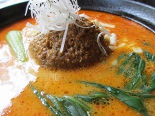 太威 チーズ味噌担々麺 具 (2)