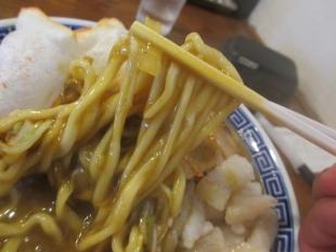 八ちゃん カレー煮干中華ソバ 麺
