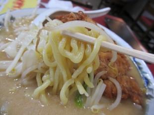満里新津 味噌豚骨ラーメン 麺