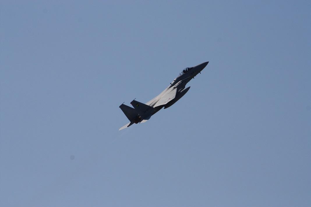 F15-3a.jpg