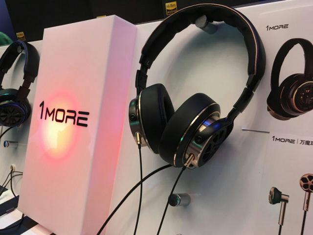 1MORE_Triple_Driver_in-Ear_Headphones_05.jpg