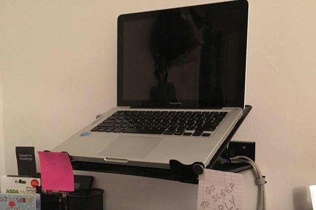 AmazonBasics_Laptop_Stand_06.jpg