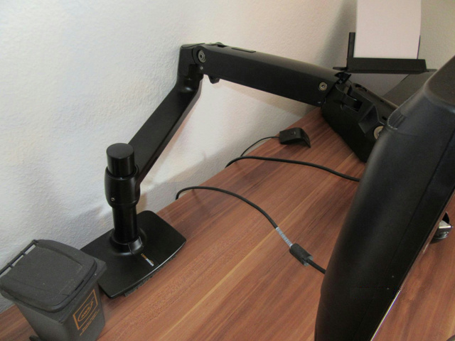AmazonBasics_Monitor_Arm_09.jpg