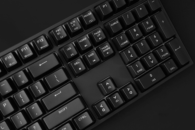 MasterKeys_Pro_L_WhiteLED_05.jpg