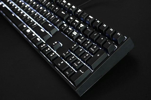 MasterKeys_Pro_L_WhiteLED_06.jpg