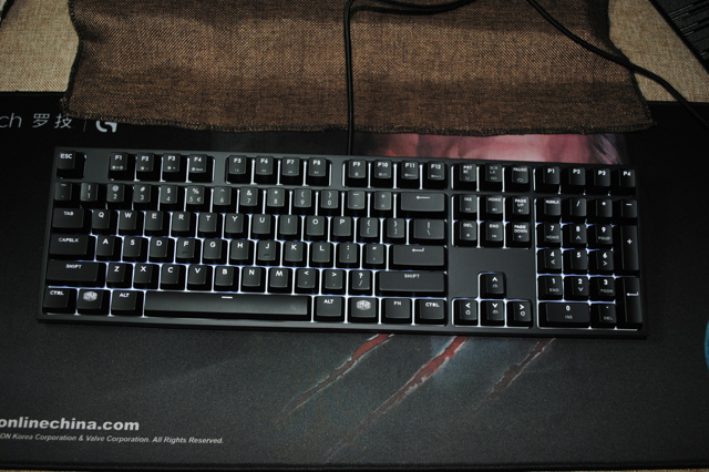 MasterKeys_Pro_L_WhiteLED_08.jpg