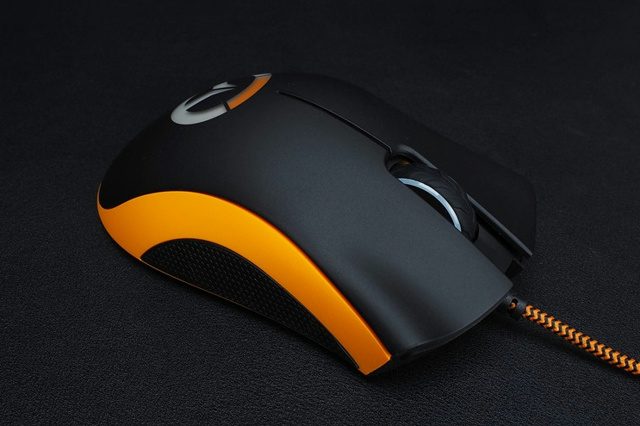 Overwatch_DeathAdder_Chroma_04.jpg