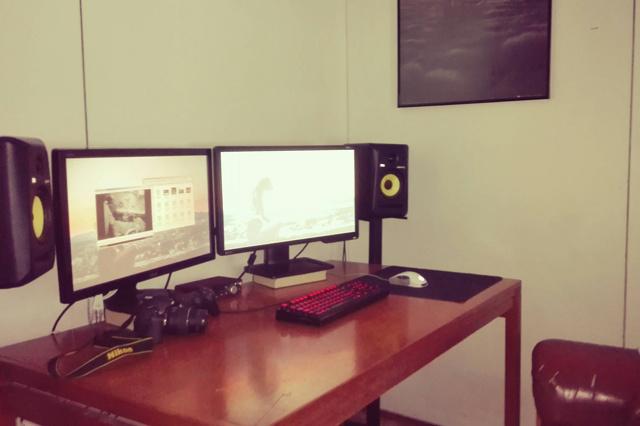 PC_Desk_MultiDisplay65_03.jpg