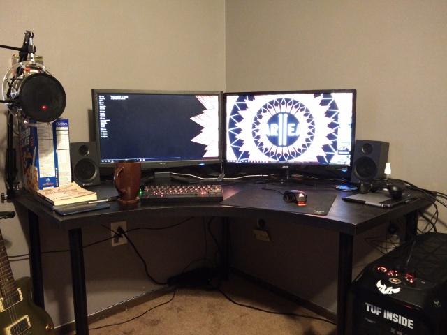 PC_Desk_MultiDisplay65_18.jpg