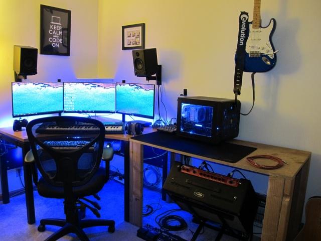 PC_Desk_MultiDisplay65_33.jpg
