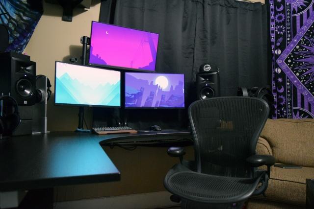 PC_Desk_MultiDisplay65_34.jpg