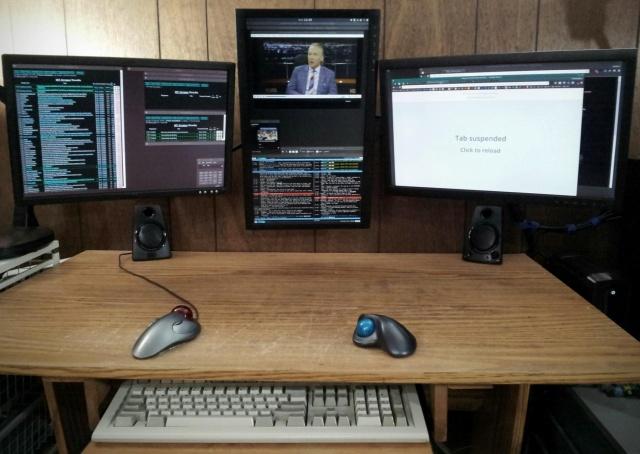 PC_Desk_MultiDisplay65_45.jpg