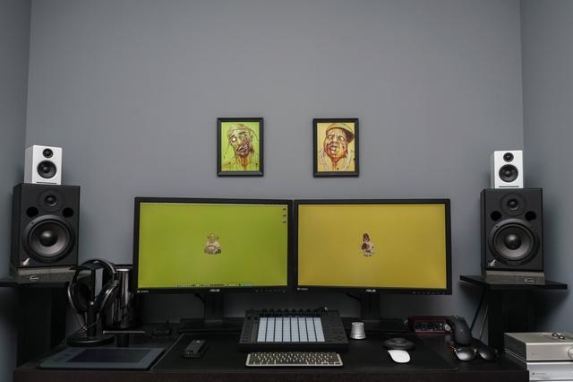 PC_Desk_MultiDisplay65_59.jpg