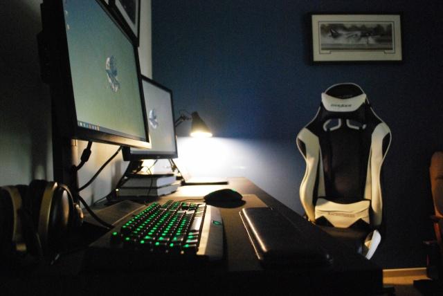 PC_Desk_MultiDisplay65_65.jpg
