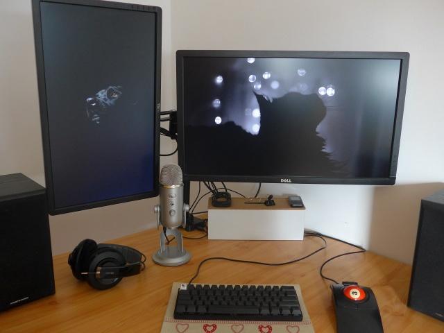 PC_Desk_MultiDisplay65_88.jpg