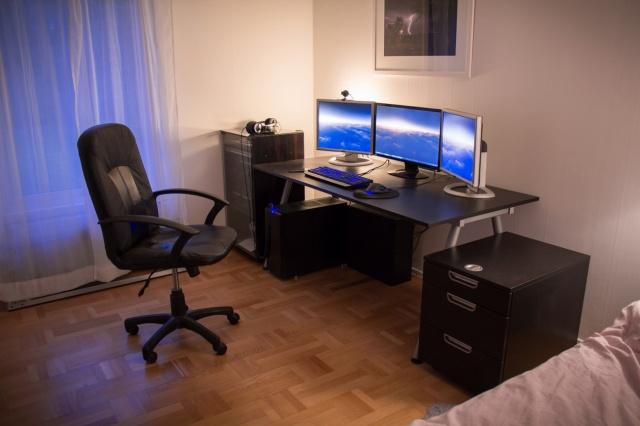 PC_Desk_MultiDisplay65_90.jpg