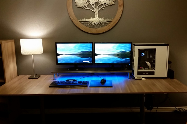 PC_Desk_MultiDisplay65_94.jpg