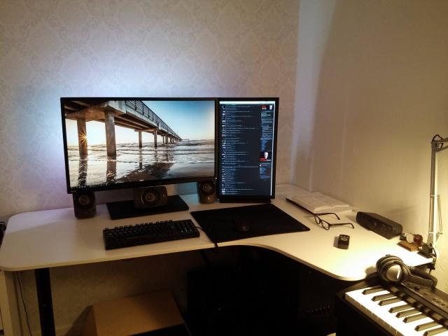 PC_Desk_MultiDisplay65_99.jpg