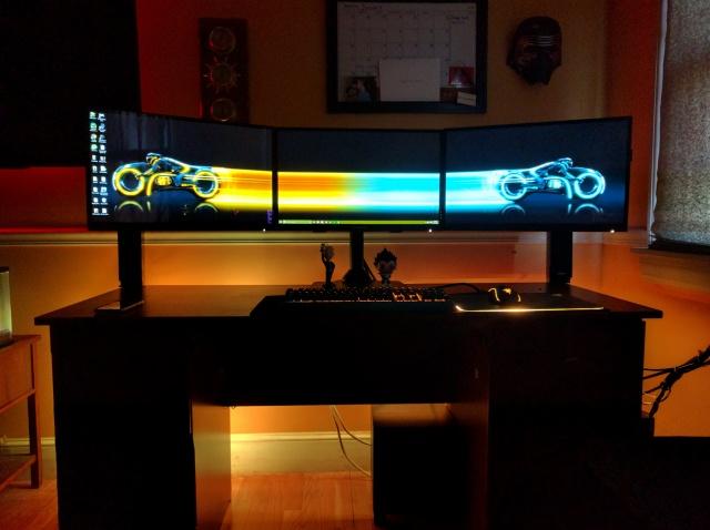 PC_Desk_MultiDisplay67_01.jpg