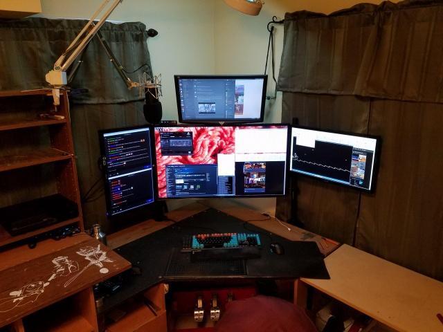 PC_Desk_MultiDisplay67_100.jpg