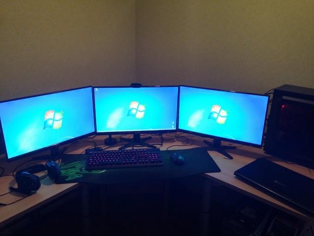 PC_Desk_MultiDisplay67_15.jpg