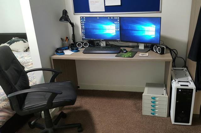 PC_Desk_MultiDisplay67_25.jpg