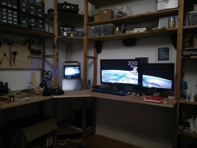 PC_Desk_MultiDisplay67_35.jpg