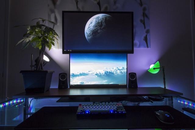 PC_Desk_MultiDisplay67_38.jpg