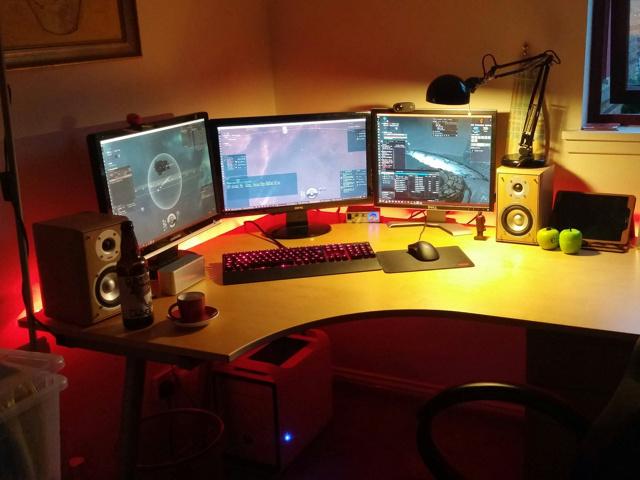 PC_Desk_MultiDisplay67_57.jpg