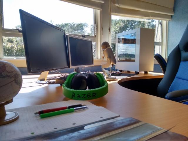 PC_Desk_MultiDisplay67_63.jpg