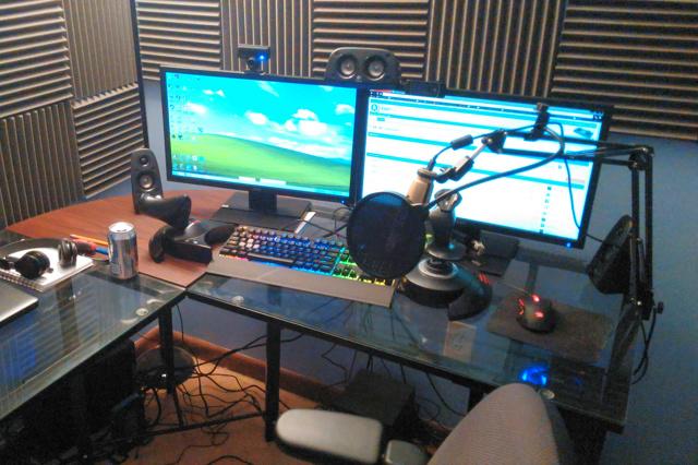 PC_Desk_MultiDisplay67_74.jpg
