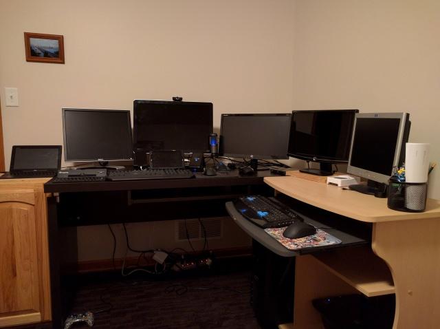 PC_Desk_MultiDisplay67_76.jpg