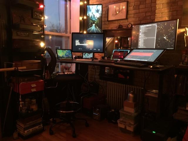 PC_Desk_MultiDisplay67_82.jpg